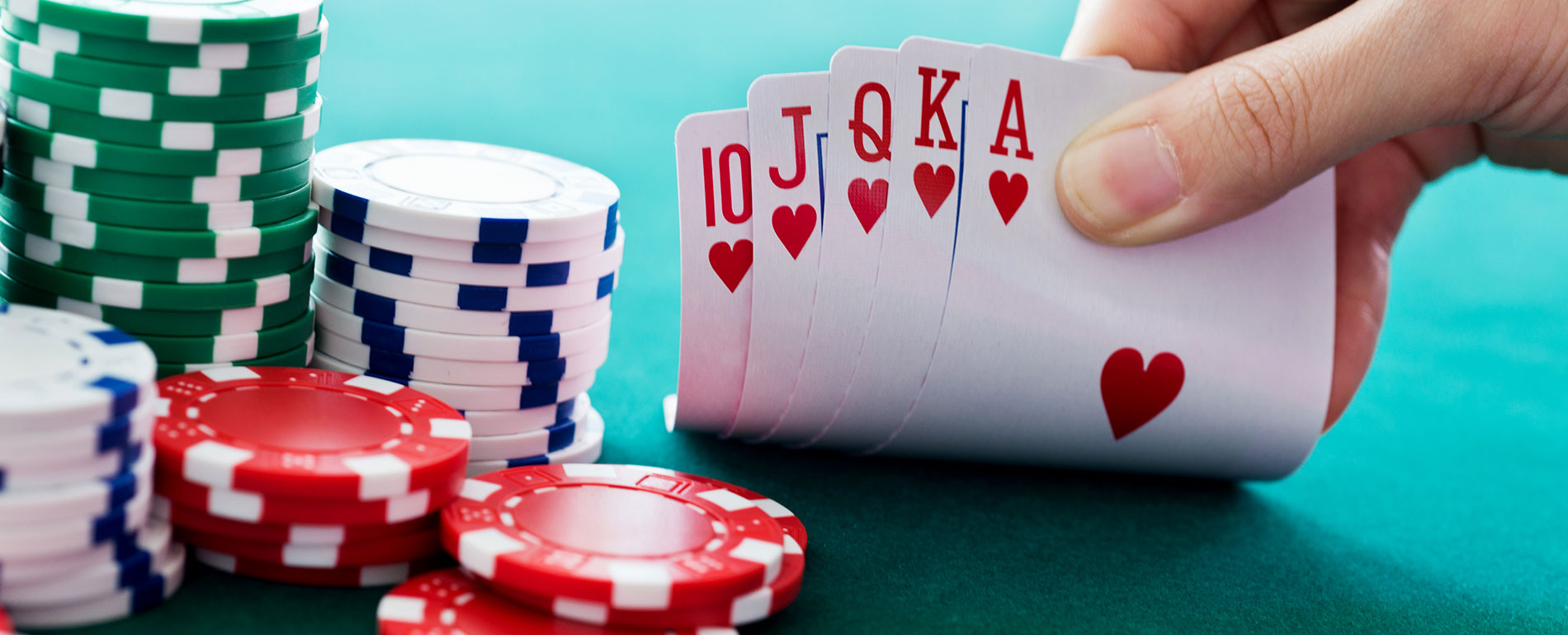 Take a peek at the advantages of playing on online poker gambling sites