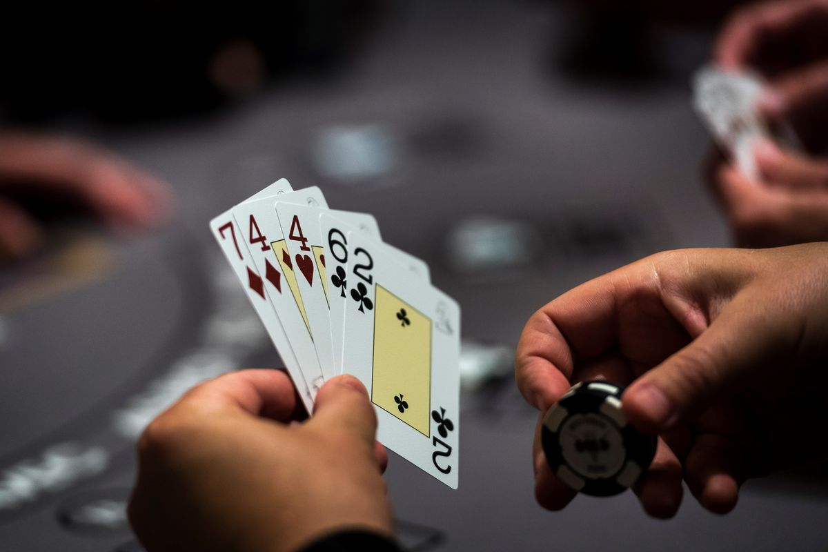 What are the advantages of entering the Bandarq gambling site
